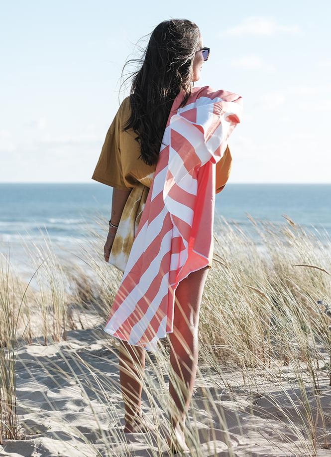 Indispensable en voyage : la serviette & poncho en microfibre